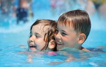 Rückenschwimmen für 2-3-jährige Kinder